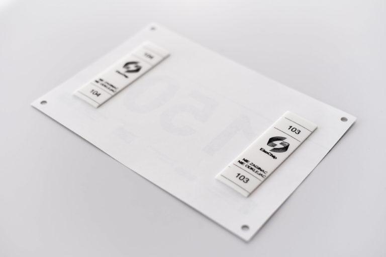 Chip RFID w numerze do pomiaru czasu